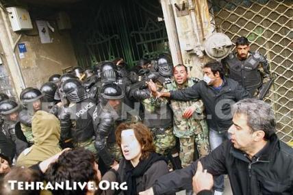 war_in_tehran_streets_15.jpg?w=428&h=291